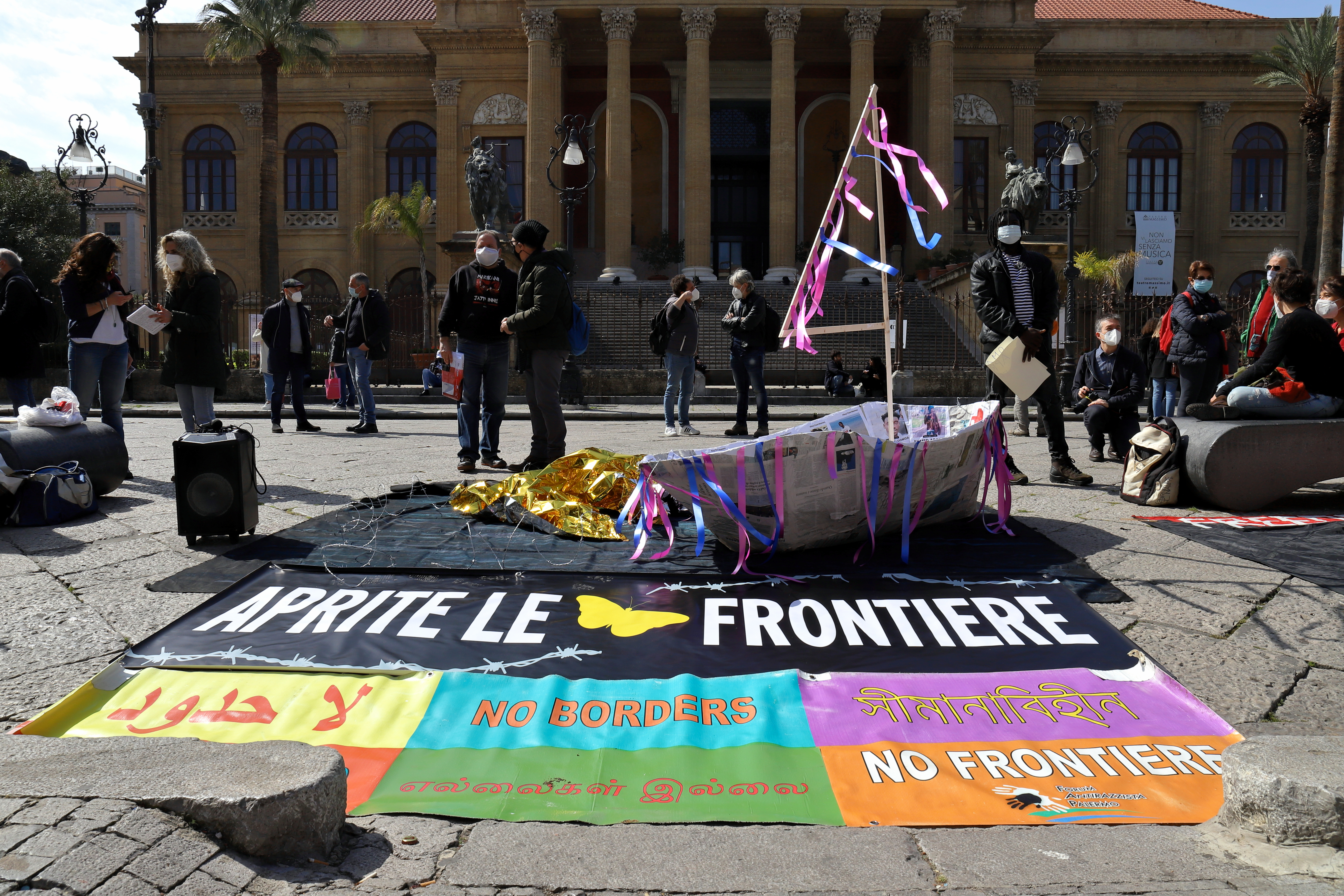 Open the frontiers - Aprite le frontiere