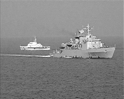 Vor Porto Empedocle, 3. Juli 2004: Die Korvette