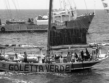 7. Juli 2004: Zwei Schiffe der italienischen Umweltschutzorganisation