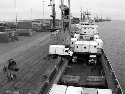 ... und beim Abladen im Hafen von Walvis Bay/Namibia.
